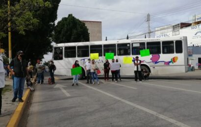 Integrantes del Movimiento de Acción Social bloquean sobre Avenida Universidad