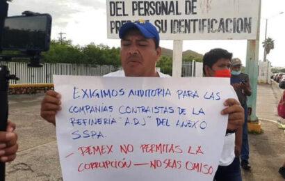 Trabajadores protestan en la refinería de Salina Cruz para exigir pagos