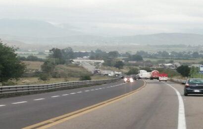 Bloquea grupo de presión carreteras en Oaxaca
