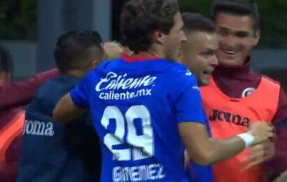 Cruz Azul derrota a Pachuca con gol de último minuto