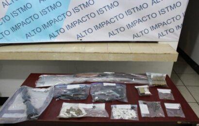 Fiscalía asegura armas y drogas durante cateo en el Istmo
