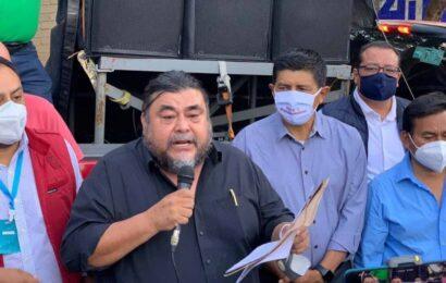 Flavio Sosa Villavicencio se registra ante el INE como aspirante a la secretaría general de Morena