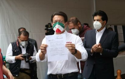 Delgado pide su registro como candidato a la dirigencia de Morena