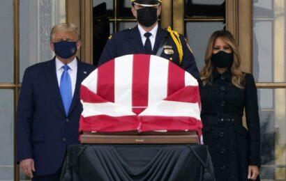 Abuchean a Trump a su llegada al homenaje a la jueza Bader