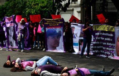 Infiltrados usan el feminismo para atacar a mi gobierno: AMLO