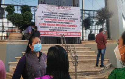 Protestan empleados del ISSSTE por aumento de casos de COVID-19