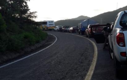 Pobladores de La Reforma bloquean carretera en el Istmo
