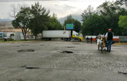 Inician bloqueos en zona aledaña a Plaza Bella de la capital oaxaqueña