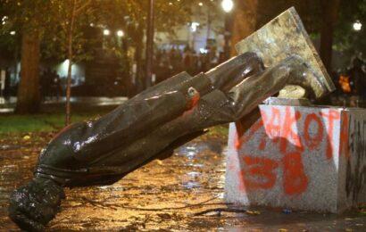 Derriban estatuas en protestas del «Día de Colón» en EU