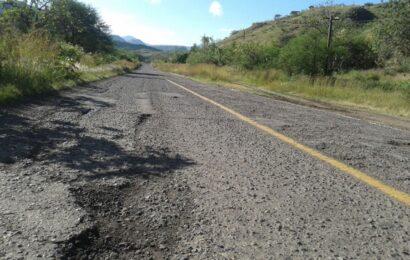 Piden a gobierno estatal y municipios atender red carretera devastada por lluvias
