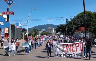 """Marchan normalistas en Oaxaca: """"2 de octubre no se olvida"""