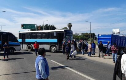 Mantienen bloqueo en el Aeropuerto, Nochixtlán y Miahuatlán este martes