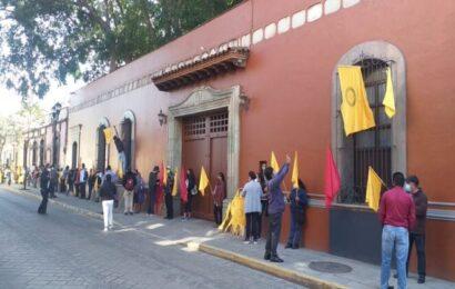 Sol Rojo bloquea en avenida Juárez; piden justicia y medidas cautelares