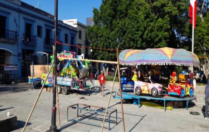 Retiran juegos mecánicos del Zócalo de Oaxaca