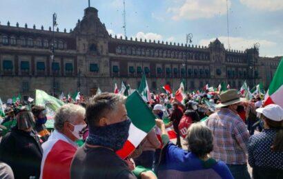 AMLO pide desalojo del Zócalo un día al mes para que otros movimientos puedan manifestarse en el Zócalo
