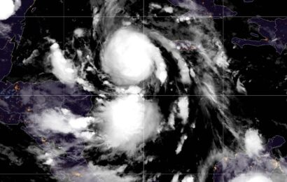 Huracán 'Delta' sube a categoría 2; va hacia la Península de Yucatán