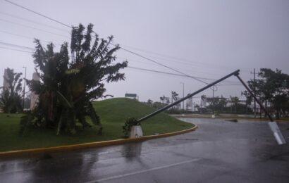 Avanza 'Delta' sobre Yucatán; más de 7 mil usuarios sin luz