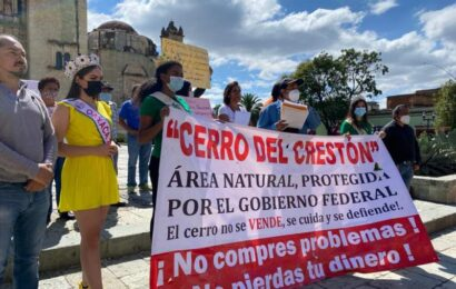 Marchan ambientalistas de la ciudad de Oaxaca en defensa del cerro del Crestón