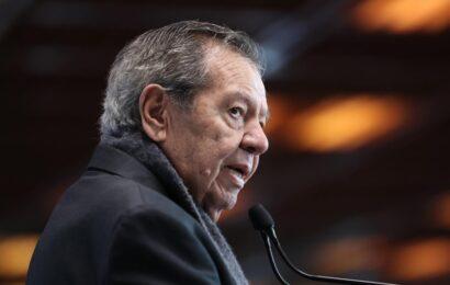 Muñoz Ledo cancela toma de protesta de la presidencia de Morena tras protesta de feministas en sede del partido