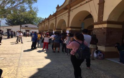Pobladores toman palacio de Sola de Vega