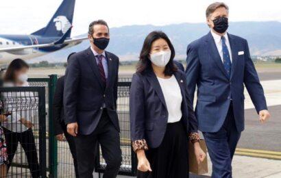 Turistas llegan a Oaxaca, entre ellos embajador de Estados Unidos