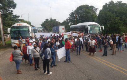 """La OMCI """"secuestra"""" Tuxtepec y se moviliza en la capital y la Cañada"""