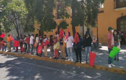 Con cadena humana, Antorcha Campesina rechaza recorte presupuestal