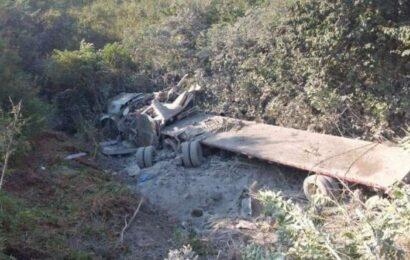 Grave el chofer de un tráiler de carga que se salió de la carretera en el Istmo