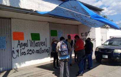 Profesores toman oficinas del IEEPO para exigir pagos