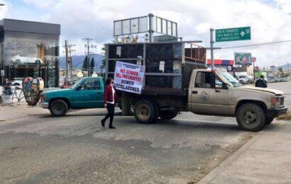 Recicladores bloquean accesos a la ciudad; rechazan ley privatizadora