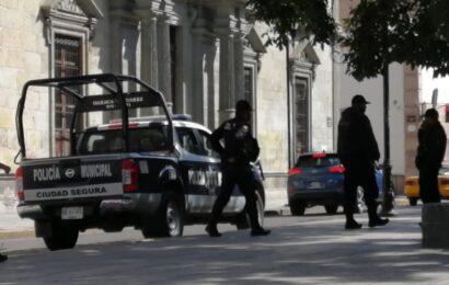 Se movilizan policías ante posible arribo de ambulantes en el zócalo