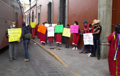 Comunidades de Juxtlahuaca se instalan en platón indefinido en Casa Oficial