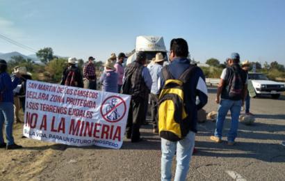 Pobladores de Ocotlán bloquean carretera federal 175