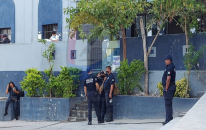 Policías de Salina Cruz paran labores; exigen pago de aguinaldo