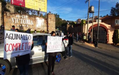 Empleados del Hotel Victoria protestan para exigir pago de aguinaldo