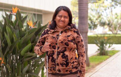 Martha Ramos es invidente; en Administración brinda un servicio de calidad