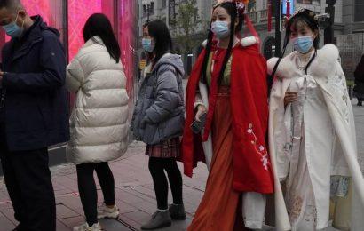 A un año del surgimiento del COVID19; Wuhan vuelve a la normalidad y el mundo enfrenta la pandemia