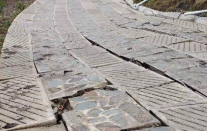 En Oaxaca, camino construido por gobierno federal se fractura