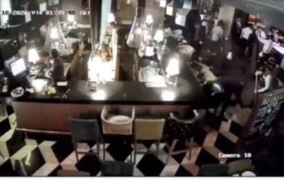 Revelan video de cómo limpian el sitio donde fue asesinado Aristóteles Sandoval