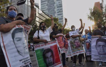 Caso Ayotzinapa sigue abierto dice AMLO tras señalamientos contra Harfuch