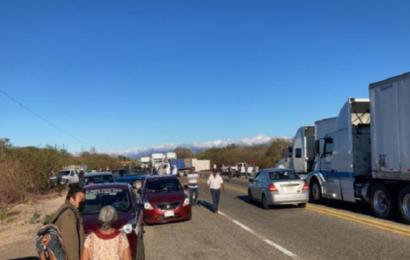 Con bloqueo, pobladores exigen solución en escuela del Istmo