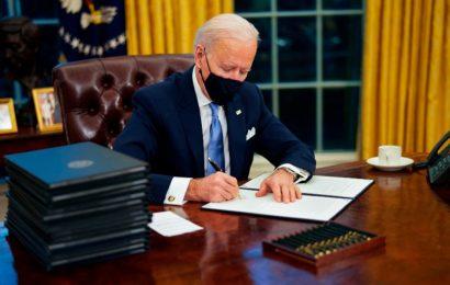 En su primer día firma Biden 17 decretos contra la crisis
