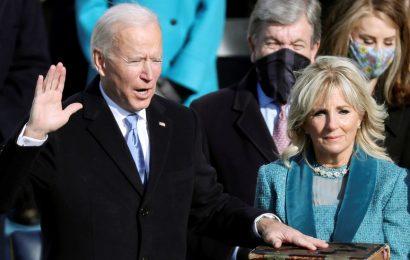 """""""Seré el presidente de todos los estadounidenses"""", reafirma Biden al jurar como presidente de EE.UU."""