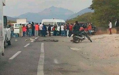 Amanece este día con bloqueo carretero en el Istmo