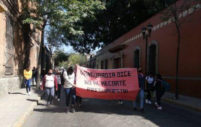 Normalistas marchan en Oaxaca en contra del recorte del presupuesto