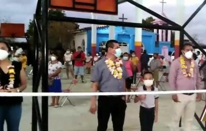 Denuncian a edil de Salina Cruz por aglomeraciones en inauguración de obras
