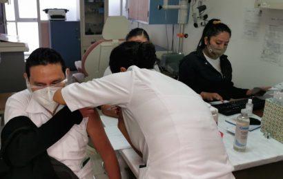 Inicia aplicación de segunda dosis de vacuna vs el COVID a personal de salud de Oaxaca