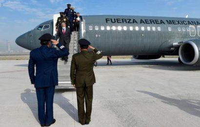 López Obrador estrena las pistas de su aeropuerto emblemático
