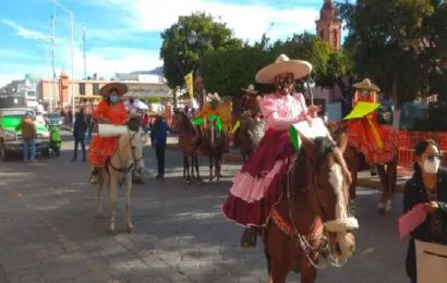 Charros protestan en palacio municipal de Huajuapan