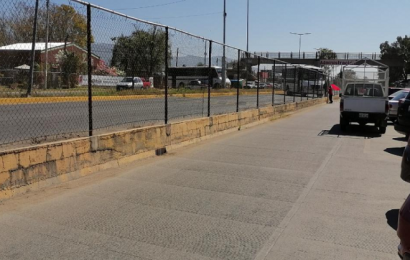 Pobladores de Tepuxtepec bloquean accesos a Ciudad Administrativa